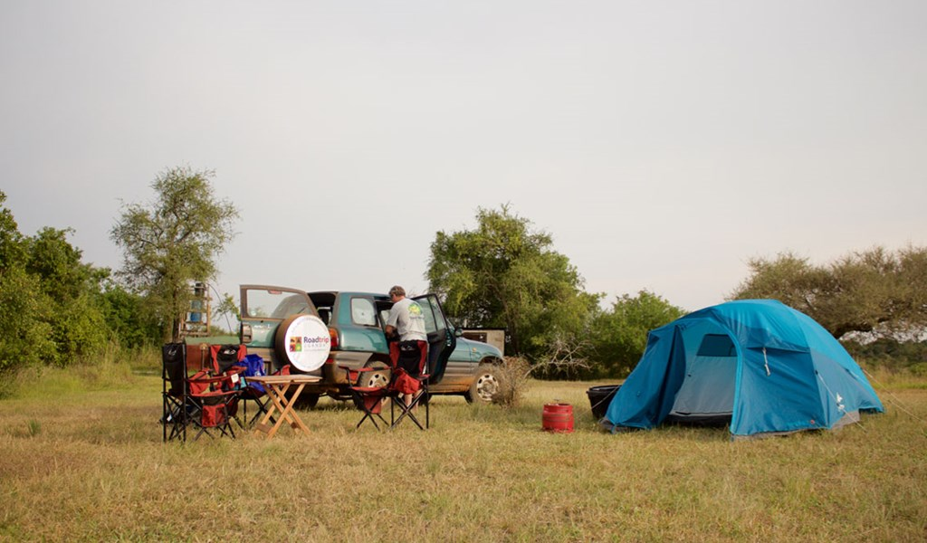 Setting up camp in Murchison Falls National Park with a rental car in Uganda
