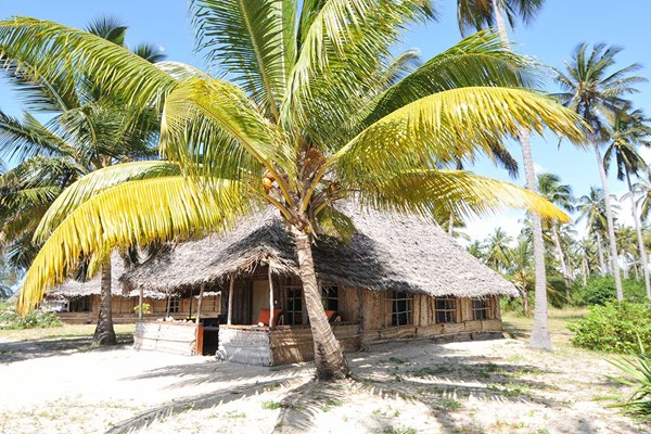 Emanyani Beach Lodge - $$
